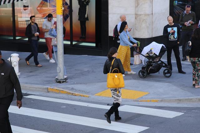 נפילה ברחוב