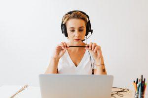 הקלטת שיחות עם לקוחות - מה אומר החוק ומהן חובותיו של בית העסק?